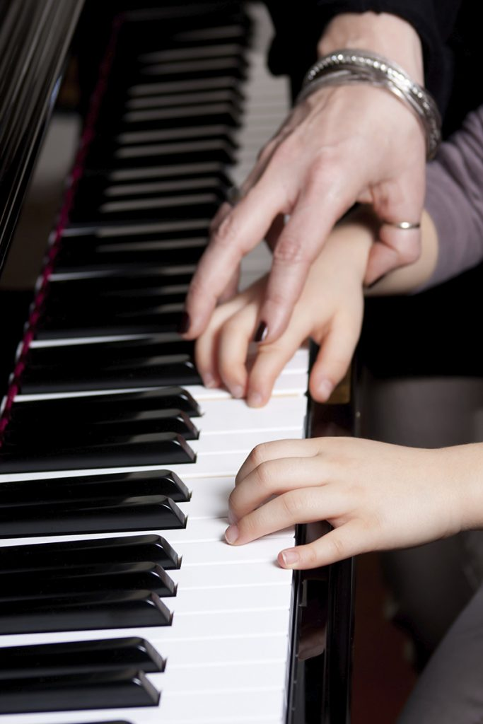 piano-teacher-handssm